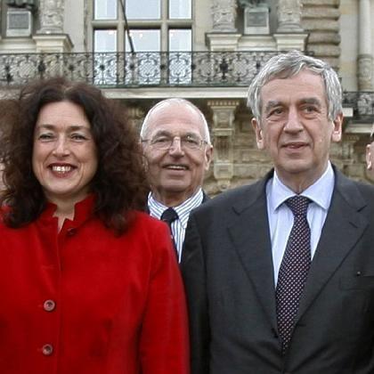 Michael Naumann (re) und ein Teil seines Kompetenzteams: Monika Griefahn und der umstrittene Carl Tham
