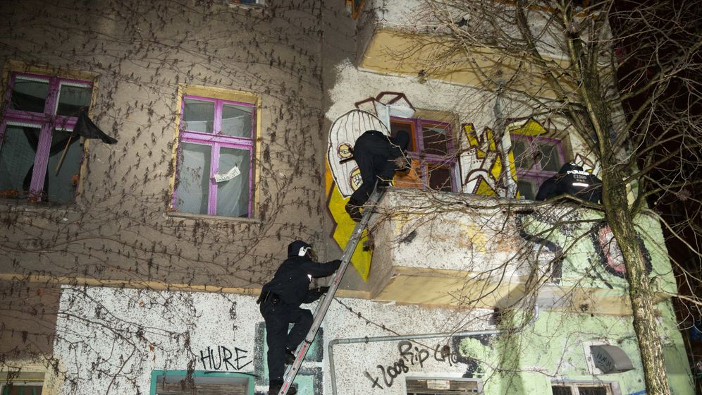 Großeinsatz: Hunderte Polizisten durchsuchen Haus in Berlin