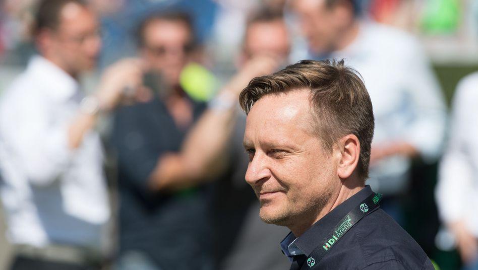 96-Sportdirektor Horst Heldt