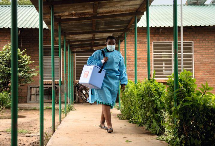 "Team leader Lucy Kakowa in Nganja, Malawi: ""Looking at Europe gives me goose bumps."""