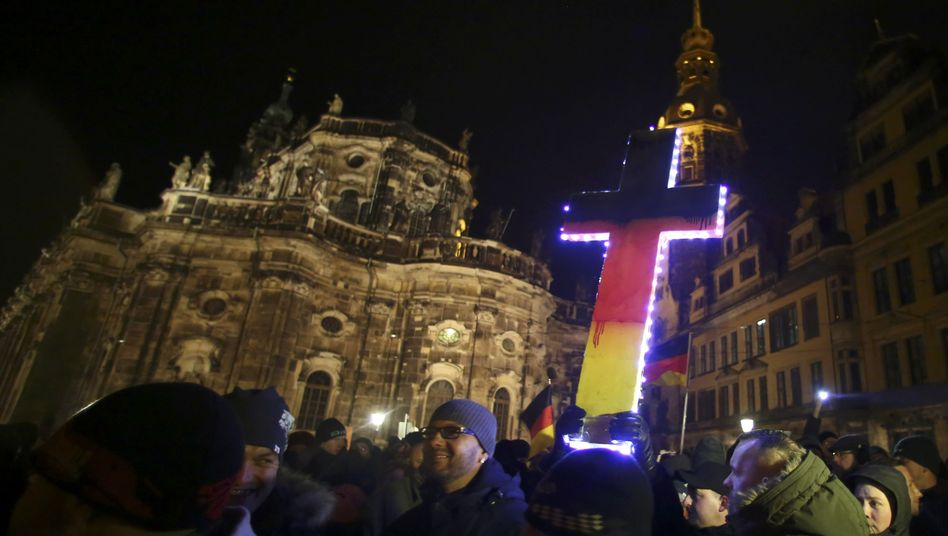 Pegida-Demonstration in Dresden: Besorgte Normalbürger?