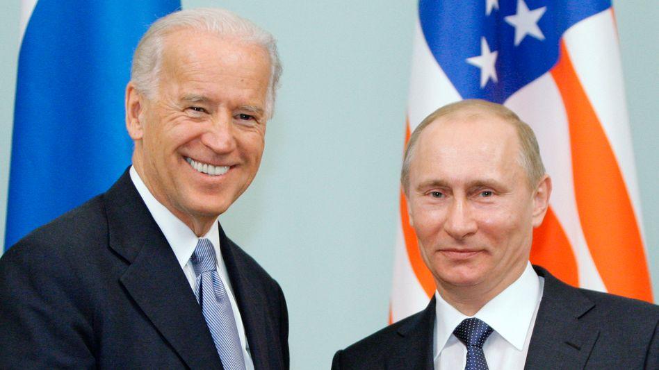 Damaliger US-Vizepräsident Joe Biden und Russlands Staatschef Wladimir Putin 2011 in Moskau