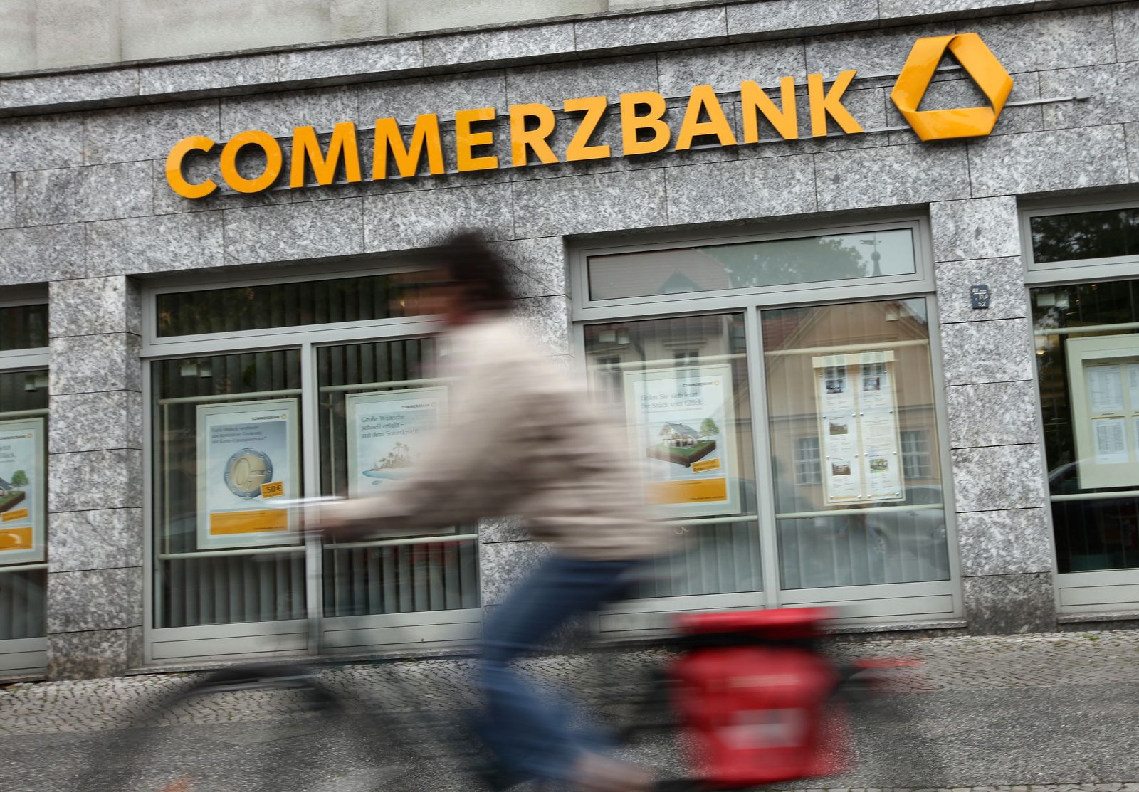 Commerzbank /Filiale / Schaufenster