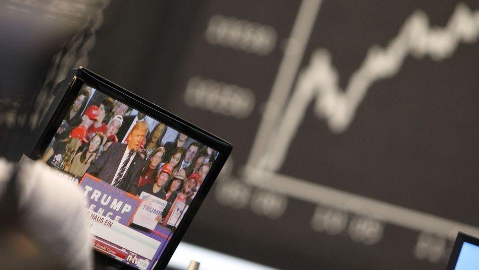 Fernseher an der Frankfurter Börse am 9. November 2016