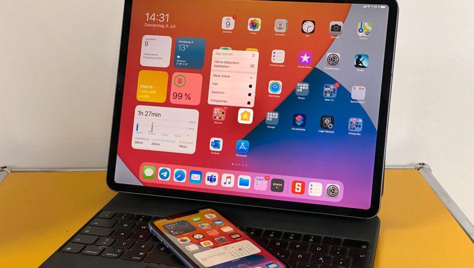 Vorabversionen von iOS 14 und iPad OS 14 auf einem iPhone und einem iPad