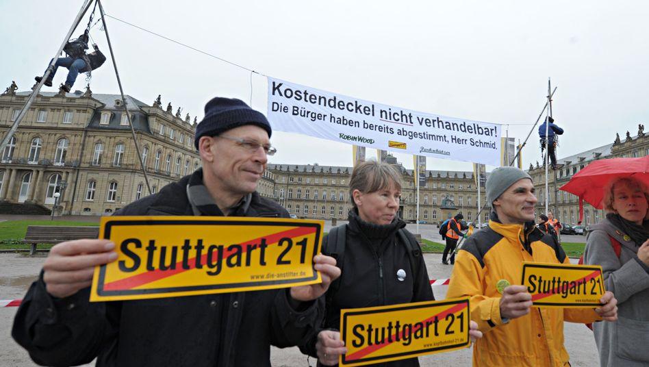 Protestaktion gegen das Bahnprojekt Stuttgart 21: Finanzielle Risiken erheblich größer