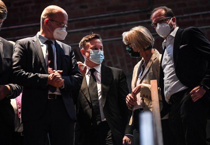 Elon Musk (M.) mit Unionsfraktionschef Brinkhaus, Forschungsministerin Karliczek und CSU-Landesgruppenchef Dobrindt