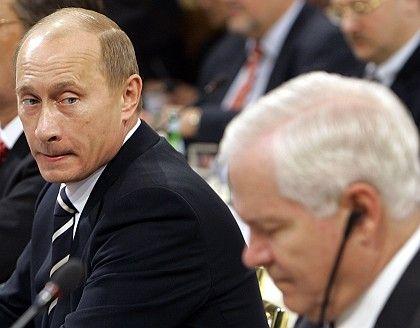 "Russian President Vladimir Putin (left) and US Defense Secretary Robert Gates: ""One Cold War was quite enough."""