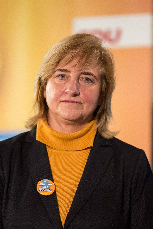 EINMALIGE VERWENDUNG Eva Kühne-Hörmann
