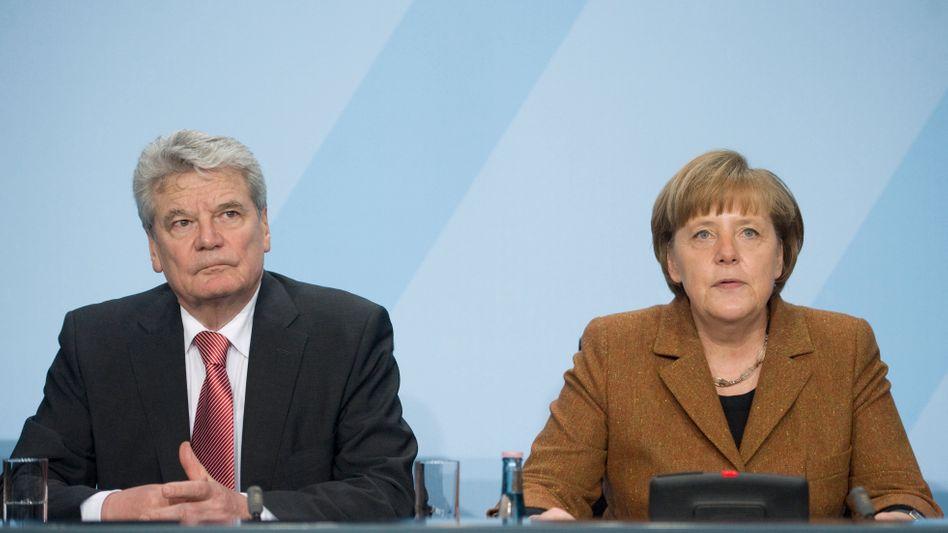 """Joachim Gauck, Angela Merkel (im Februar): """"Manchmal ist es mühsam zu erklären"""""""