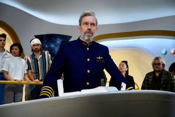 Hugh Laurie als Captain eines Weltall-Traumschiffs, das vom Kurs abkommt