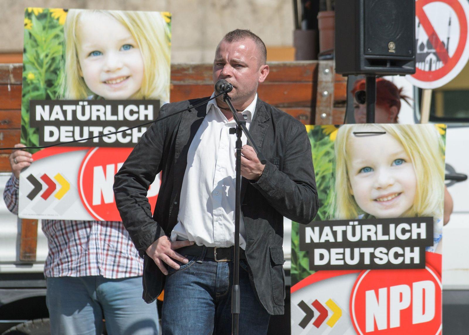 NPD-Wahlkampf und Gegendemonstration in Weimar