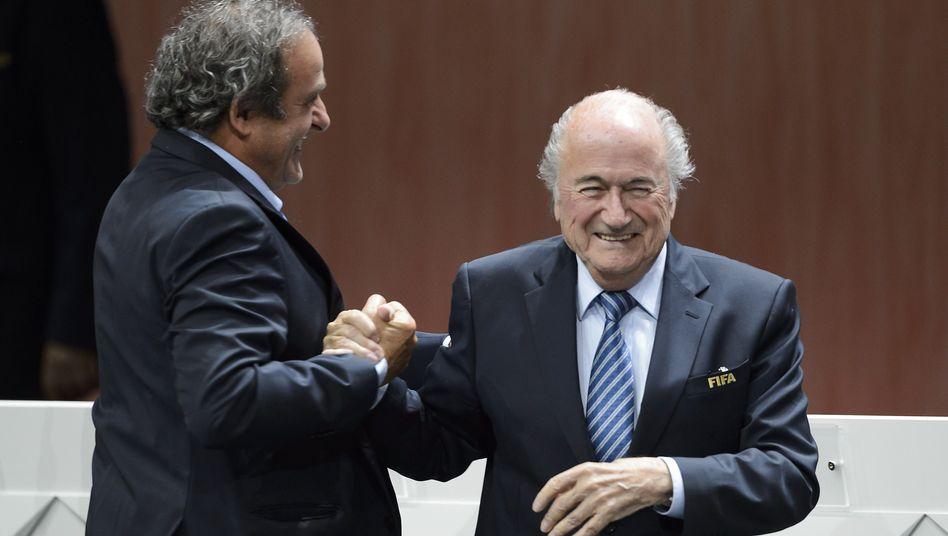 Uefa-Boss Platini (l.), Blatter: Früher Gefährten, jetzt Feinde