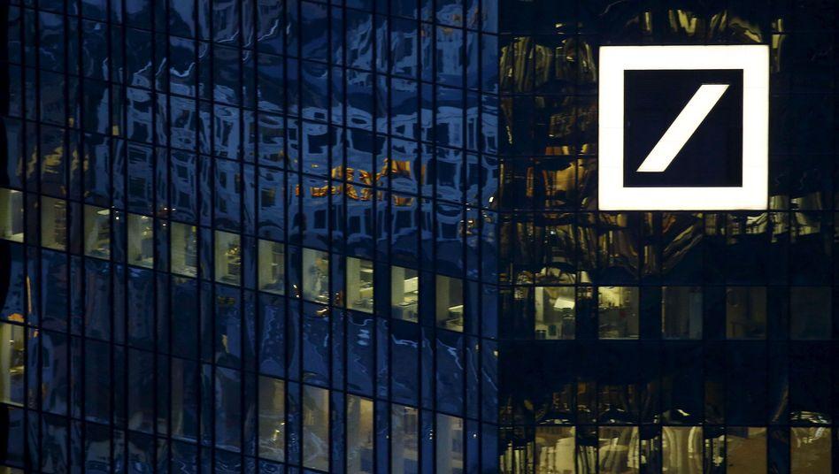 Deutsche-Bank-Zentrale in Frankfurt: Düstere Zeiten für das stolze Geldhaus
