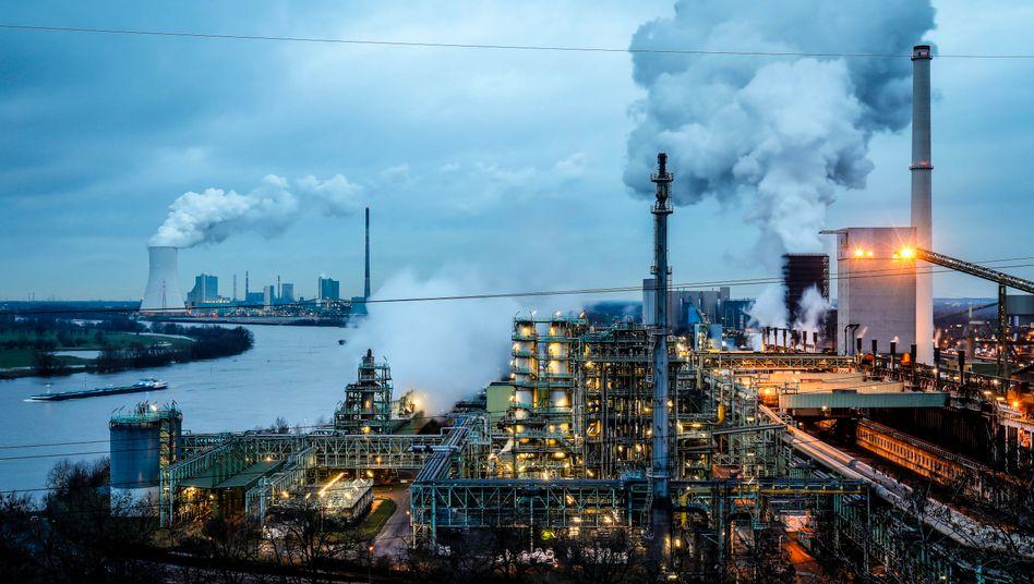 Thyssenkrupp-Werk in Duisburg: Deutsche Manager schätzen die Geschäftslage besser ein als zuvor