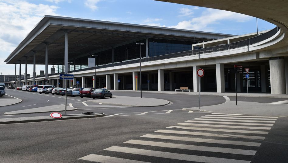 Terminal des Hauptstadtflughafens: Gutachter sollen die Arbeit überprüfen
