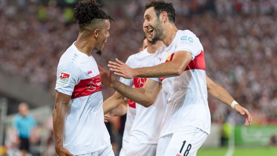 Stuttgarts Daniel Didavi (l.) erzielte das zwischenzeitliche 2:0