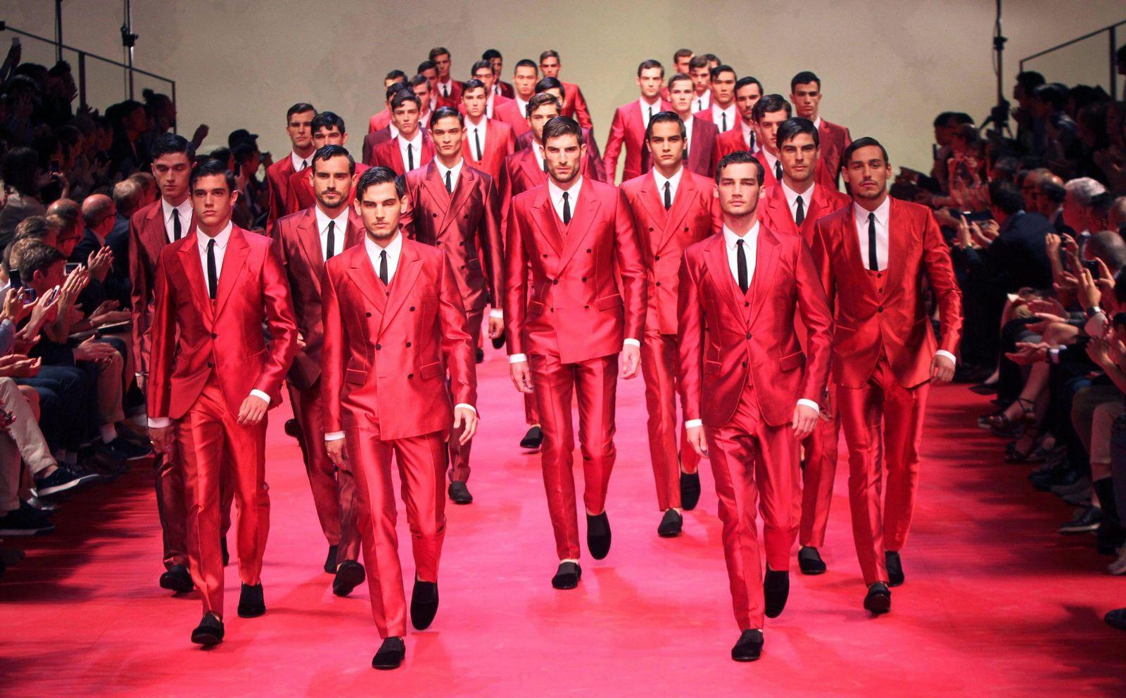 Männer in Rot
