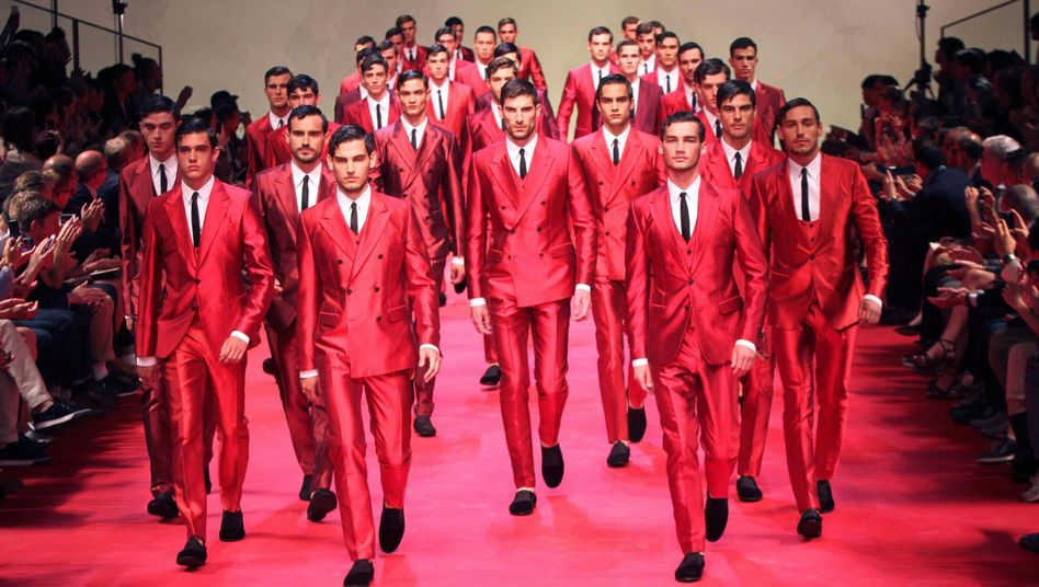 Models in Rot: Besonders aggressiv und dominant