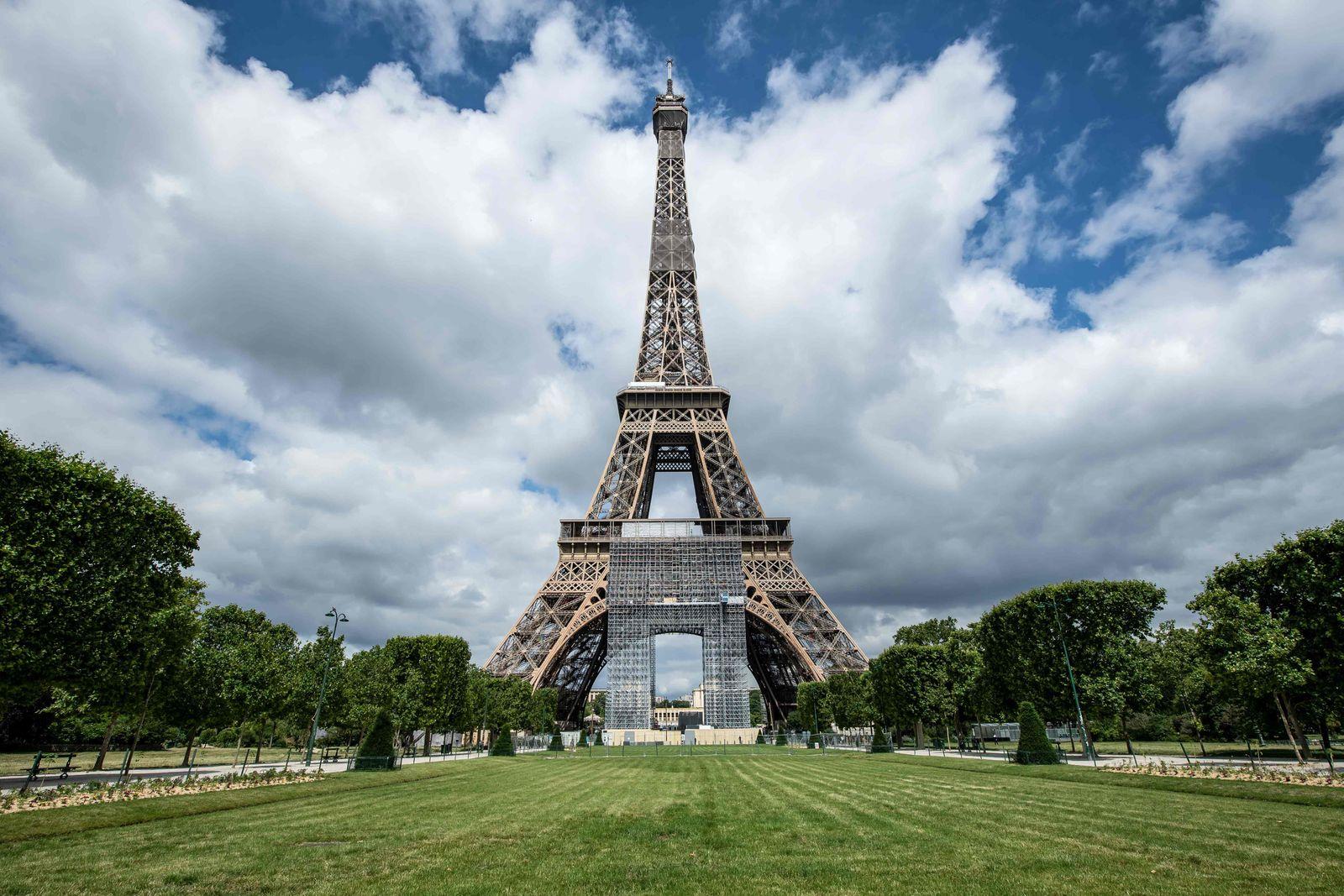 FRANCE-HEALTH-VIRUS-EIFFEL-TOWER