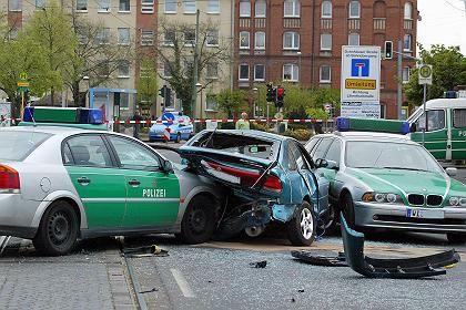 Von Polizeiwagen eingekeiltes Auto des Amokfahrers: Erbost über Handzeichen?
