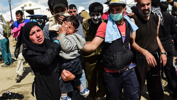 Proteste in Idomeni: Tränengas gegen Flüchtlinge
