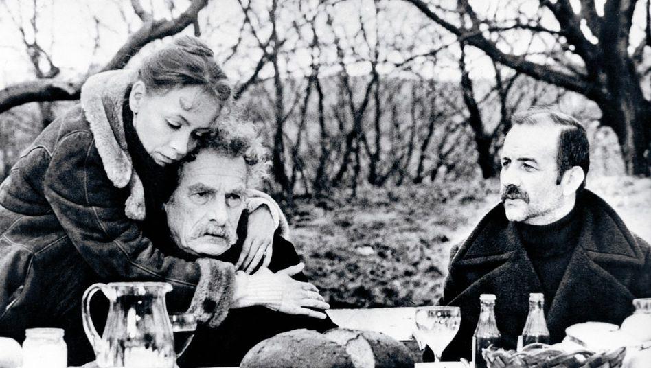 An der Seite der Hauptdarsteller Jutta Hoffmann und Armin Mueller-Stahl (r.) spielte 1978 auch der Schweizer Schauspieler Sigfrit Steiner.