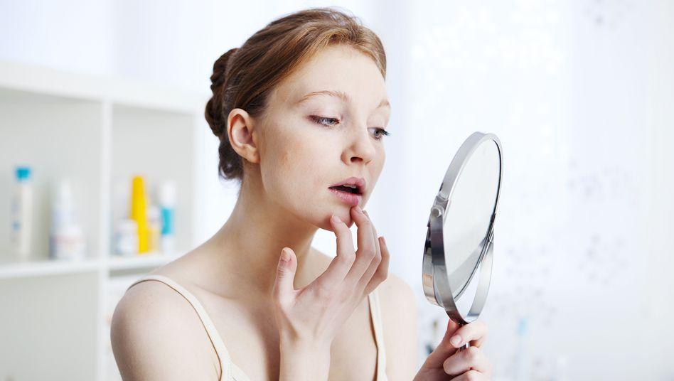Auch das noch: Meistens macht sich Herpes in Form schmerzhafter Bläschen auf den Lippen bemerkbar