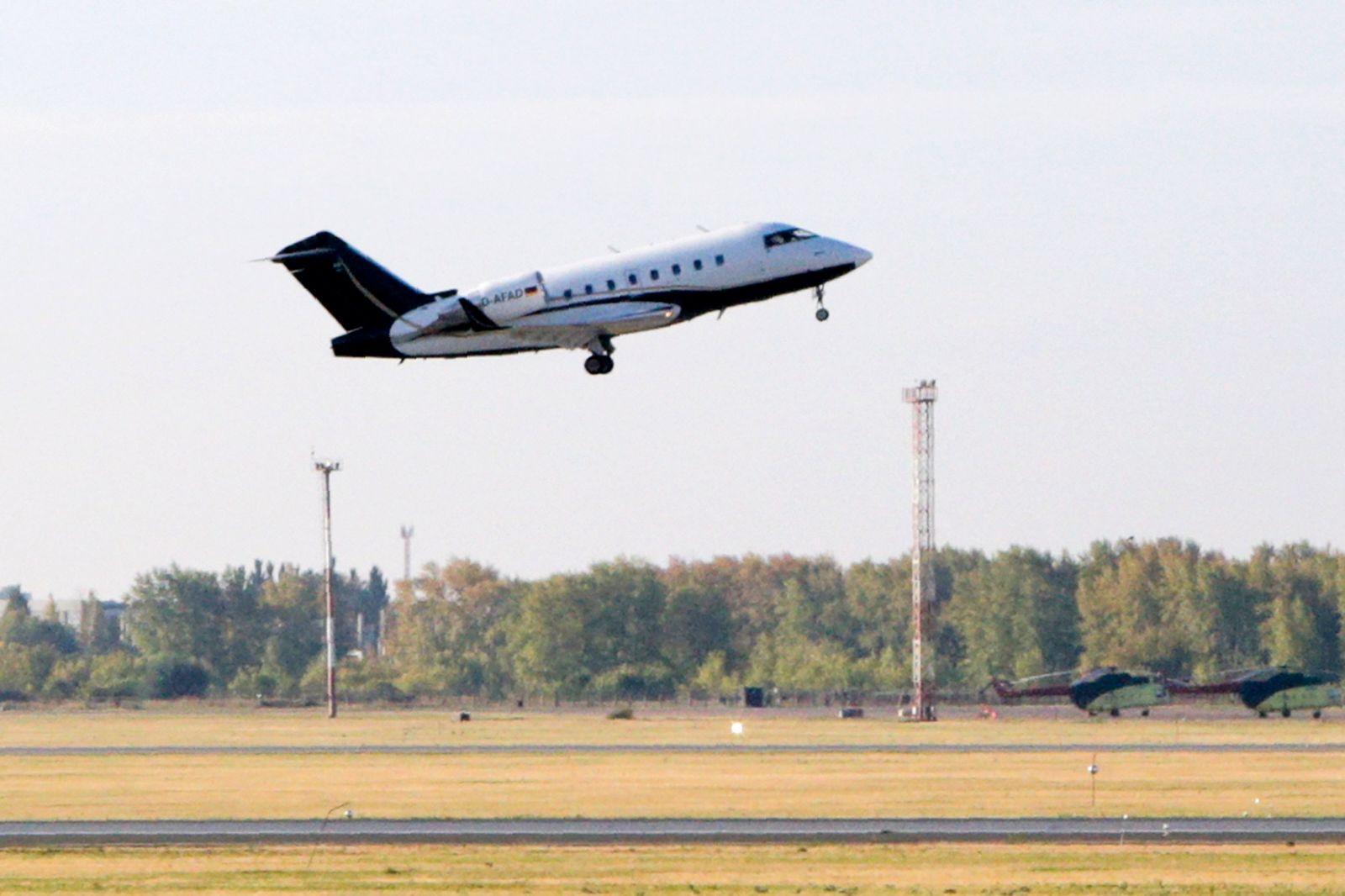 Oppositionsführer Nawalny auf dem Weg nach Deutschland