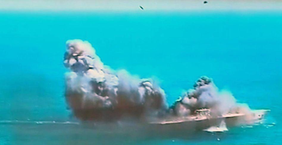 Großes Seemanöver: Iran versenkt nachgebauten US-Flugzeugträger