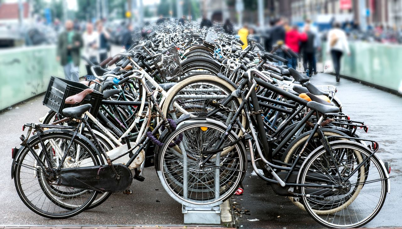 EINMALIGE VERWENDUNG EXPIREN AM 26.09.2023 Fahrradstation/ Amsterdam