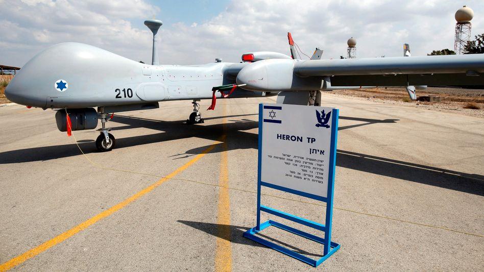 """Kampfdrohne vom Typ """"Heron TP"""" auf dem Militärflughafen Tel Nof bei Gedera, Israel (Archiv)"""