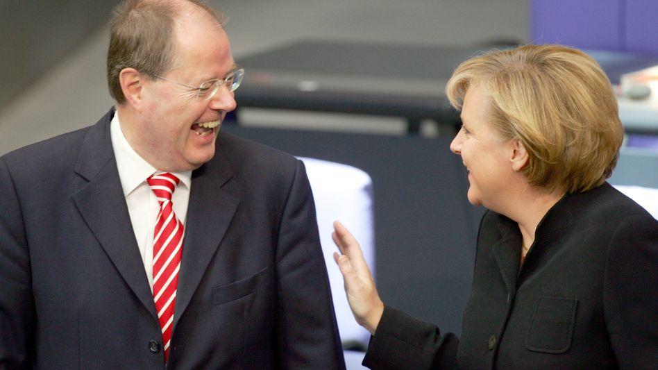 """Kanzlerin Merkel mit Peer Steinbrück (Archivbild von 2006): """"Respekt und Anerkennung"""""""