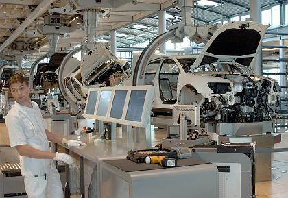 VW-Produktion in Dresden: Lohnkosten seien nicht alles, sagt Tiefensee