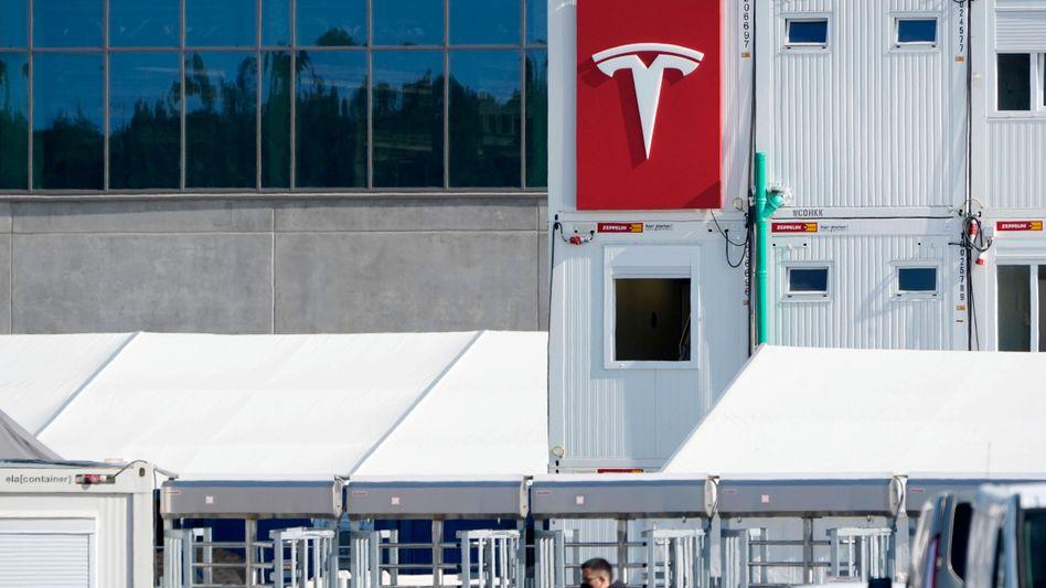 Tesla-Areal in Grünheide: Bau mit vorläufigem Segen