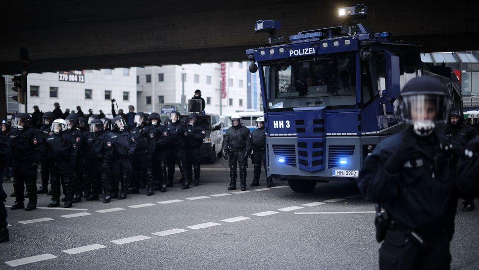 """Polizei bei Hogesa-Aufmarsch in Hannover (2014): """"Entzündender Charakter"""""""