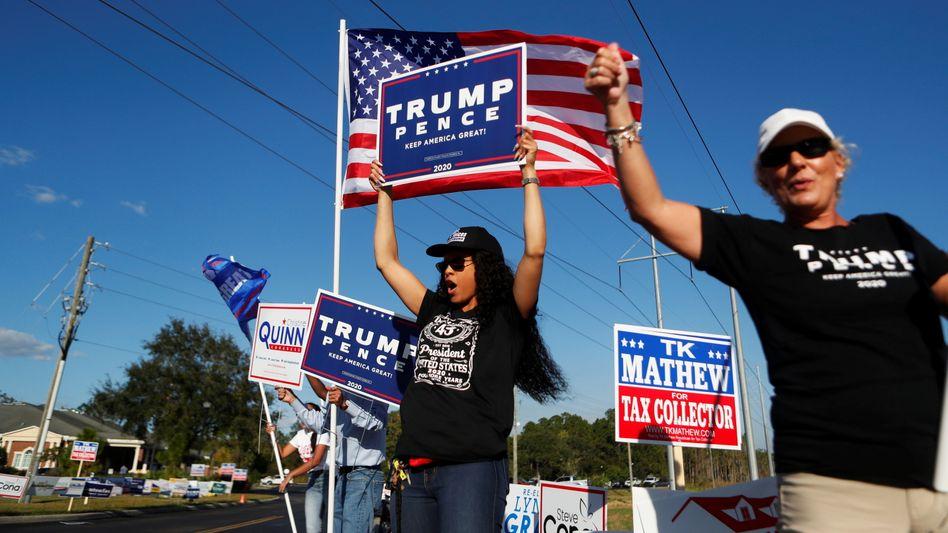 Trump-Anhänger jubeln in Tampa, Florida