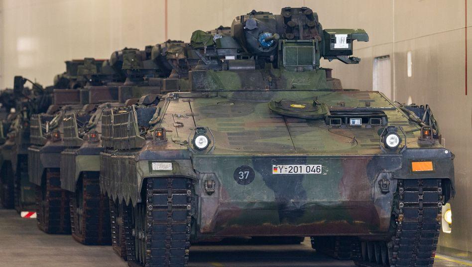 """Schützenpanzer """"Marder"""" bei Ankunft in Norwegen"""