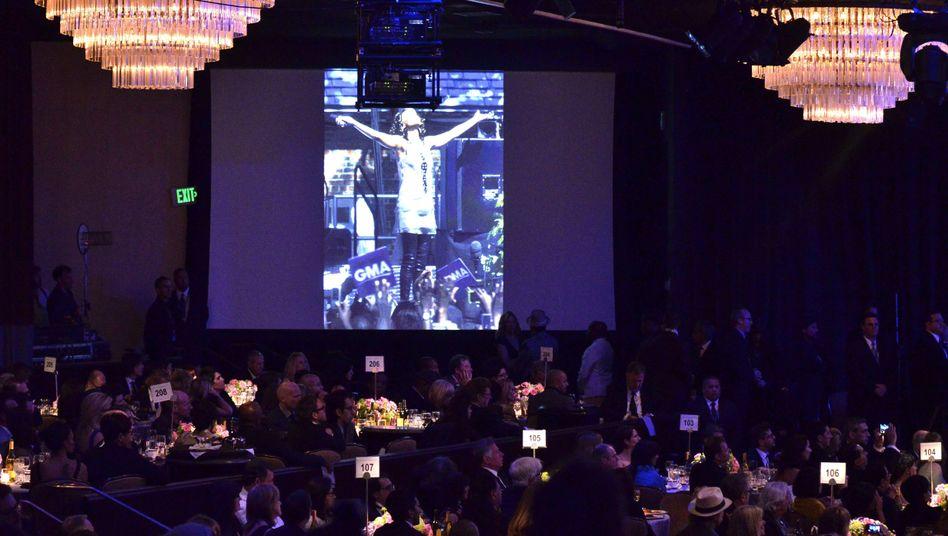 Gedenkminute für Whitney Houston bei einer Party vor der Grammy-Verleihung