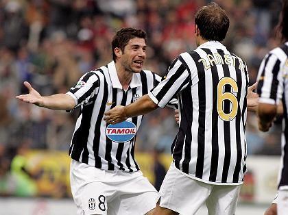 Juventus-Spieler Zanetti (li.) und Giannichedda: Freude über Punkte