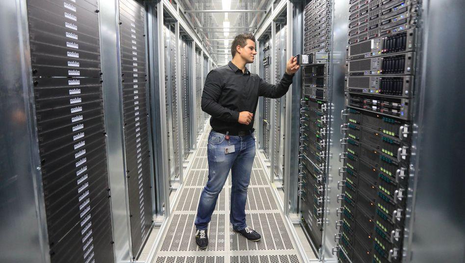 IT-Spezialist in einem Rechenzentrum der Deutschen Telekom