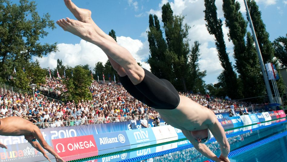 Schwimmer Deibler (r.): Platz vier über 50 Meter Schmetterling
