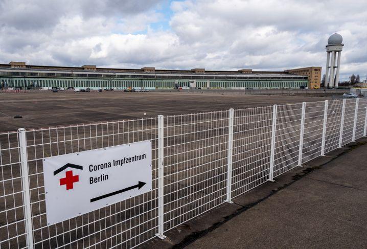 Das Impfzentrum auf dem Gelände des ehemaligen Flughafens Berlin-Tempelhof