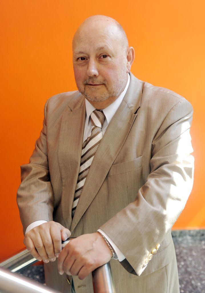 Ronald Hitzler ist Professor für Allgemeine Soziologie an der TU Dortmund. Von 1989 bis 1995 arbeitete er als Assistent von Ulrich Beck in Bamberg und München.