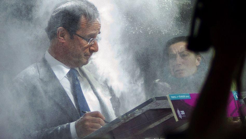 Wahlkampf in Frankreich: Frau attackiert Hollande mit einer Tüte Mehl