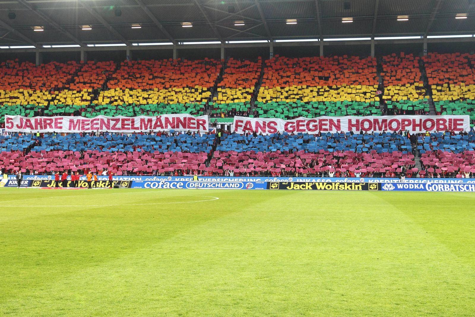 EINMALIGE VERWENDUNG Fans gegen Homophobie/ Plakat/ Mainz 05 Fans