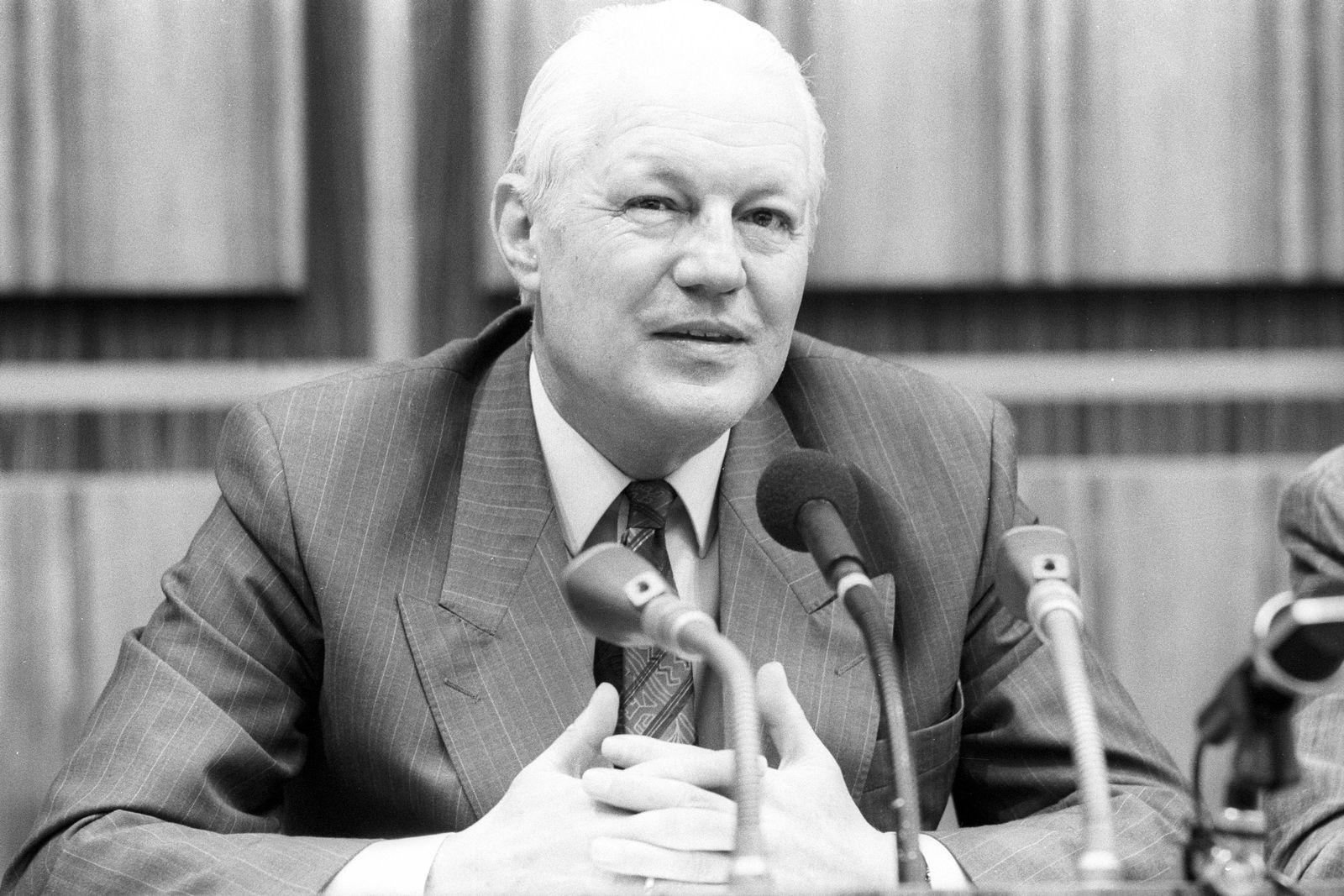 EINMALIGE VERWENDUNG Finanzminister / Gerhard Stoltenberg