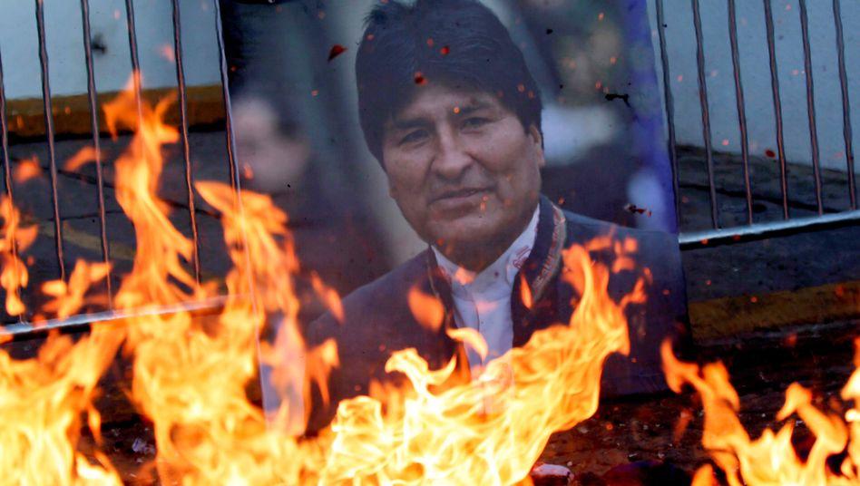 Bild von Morales bei Protesten: Noch immer hat der gestürzte Präsident Unterstützer im Land