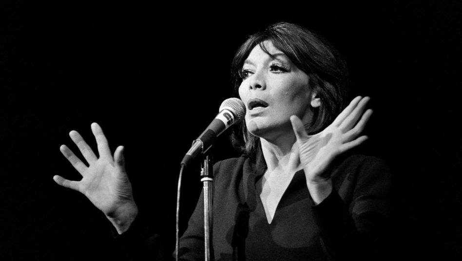 Juliette Gréco bei einem Auftritt im Palais des congrés de Paris im Jahr 1979