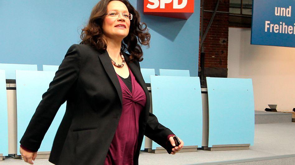 Andrea Nahles mit Babybauch bei einer Präsidiumssitzung ihrer Partei